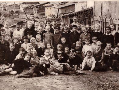 Aus dem Familien-Archiv von Lidia Schulz. 1962, Schulausflug nach selo Burkai, Baumanskii sovhos, Kostanaiskaja oblast, Kasachische SSR.